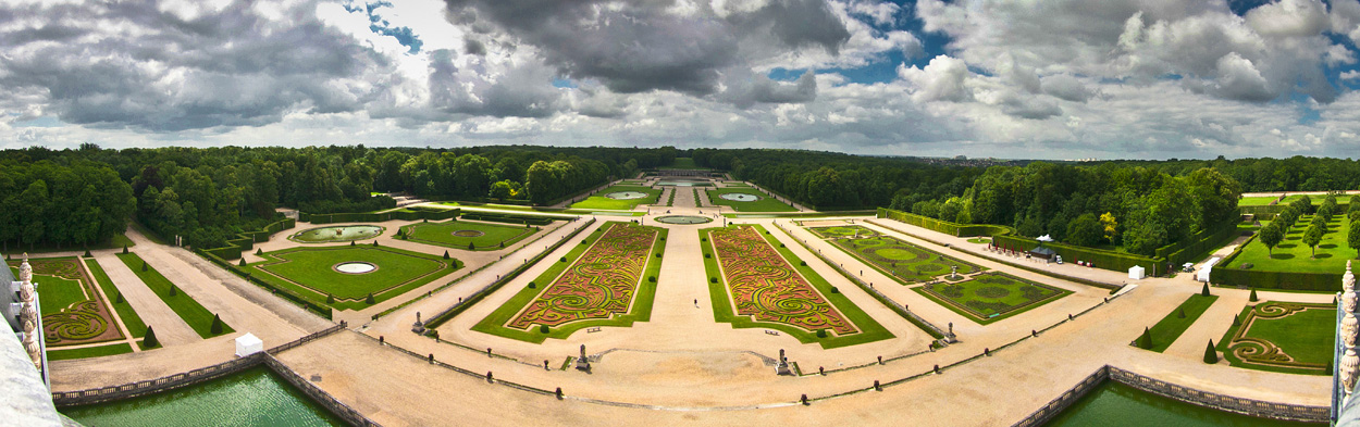 panoramique-du-jardin-de-vaux-le-vicomte